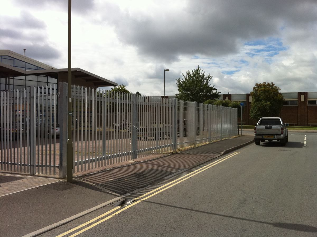 Steel palisade security fencing (6)