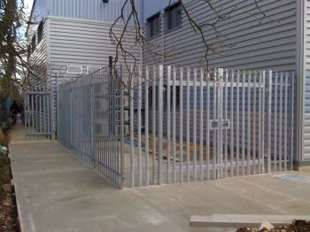 Steel palisade security fencing (2)