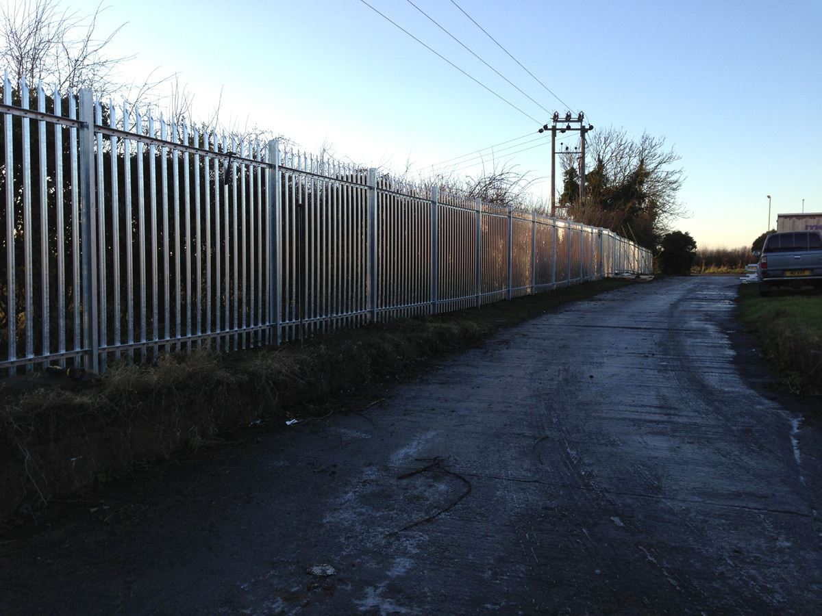 Steel palisade security fencing (8)