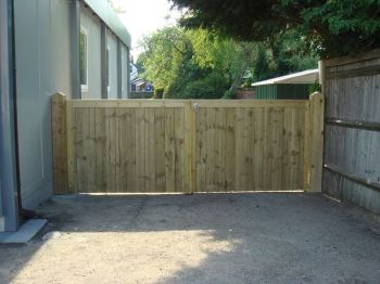 1.2m high close board entrance gates