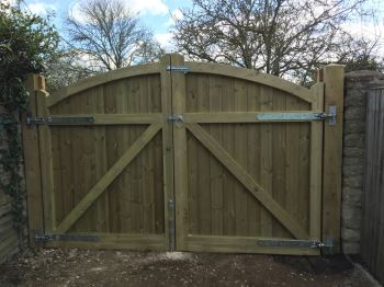 Arch top tongue & groove entrance gates (3)