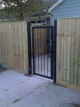 Steel bow top gate