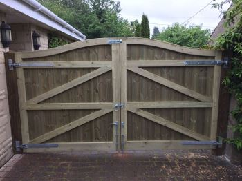 Arch top tongue & groove entrance gates (1)