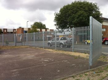 Steel palisade security fencing (4)