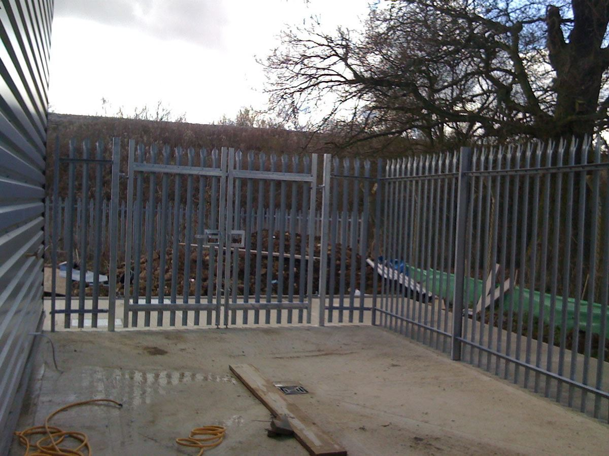 Steel palisade security fencing (1)