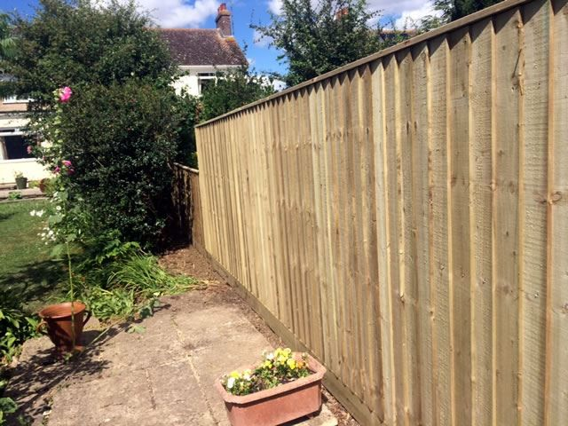 Fencing in Eynsham garden