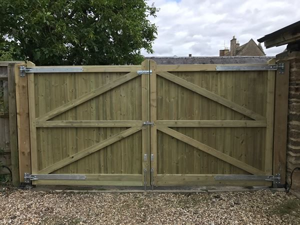 Gates installed in Abingdon - rear view