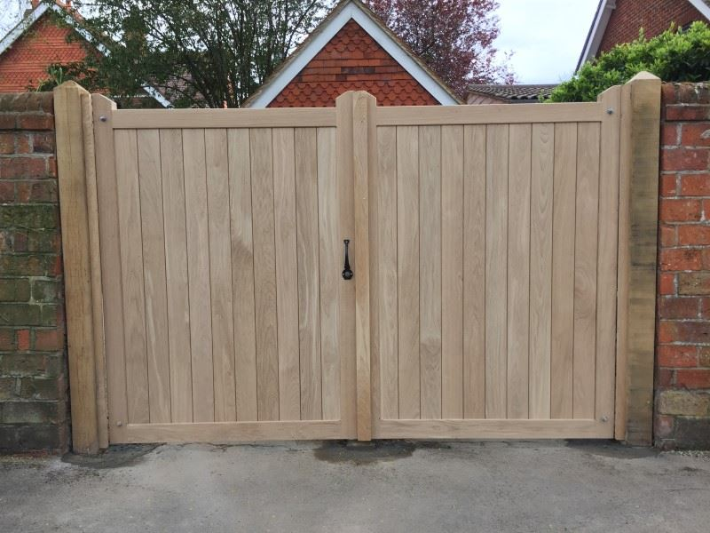 Oak hardwood entrance gates